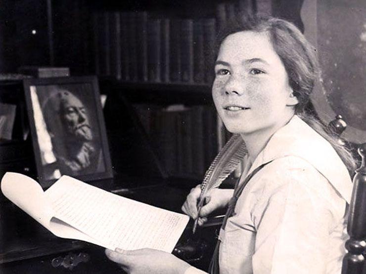 Barbara Hewhall Follett